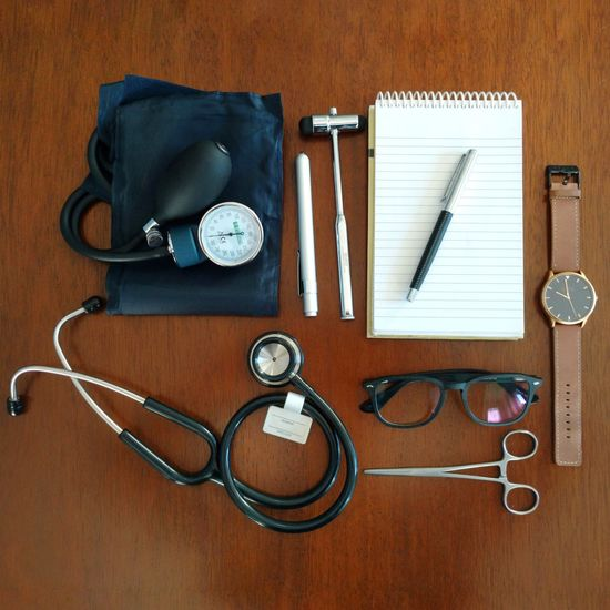 Medical Style Flat Lay Flatlay Design Medical Equipment Medical Medical Style Medical Outfit Outfit Doctor  Medicine Student Medical Student Reloj Clock Time Business Business Finance And Industry Table Hammer Stethoscope  Kocher Clamp Glasses Pen Notebook Job EyeEm Selects Organization Studio Shot Day Variation