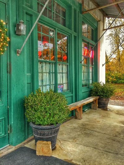 Front Porch, The Hollywood Cafe. Mini Shoot Project. Cafe Porch Hollywoodcafems Robinsonvillems Benches