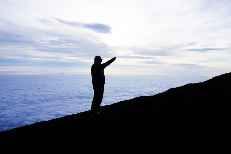 2017 Japan Mt.Fuji Sea Of ​​clouds Trekking Beauty In Nature Climbing Cloud - Sky Day Fuji Mountain Nature Outdoors People Real People Scenics Shadow Silhouette Sky Sunrise 富士山 富士登山 雲海