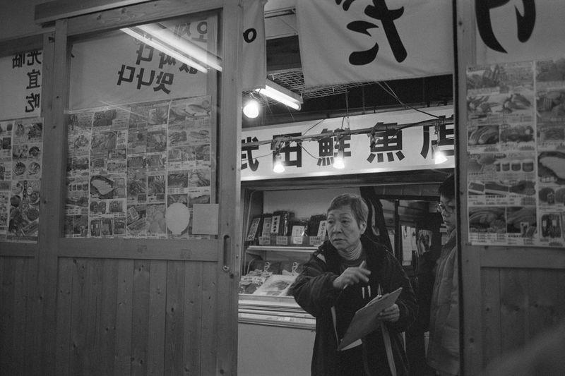Adult Enjoying Life EyeEm EyeEm Best Shots EyeEm Gallery Fish Fujifilm Hokkaido Horizontal Japan Klasse Kodak Life Market People Street Street Photography Streetphotography