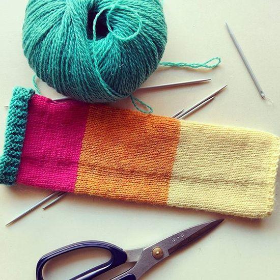 www.etsy.com/shop/needleintheshaystack Knitwear Colourblock Handknit Fashion Knitstagram Knitspiration Instaknit