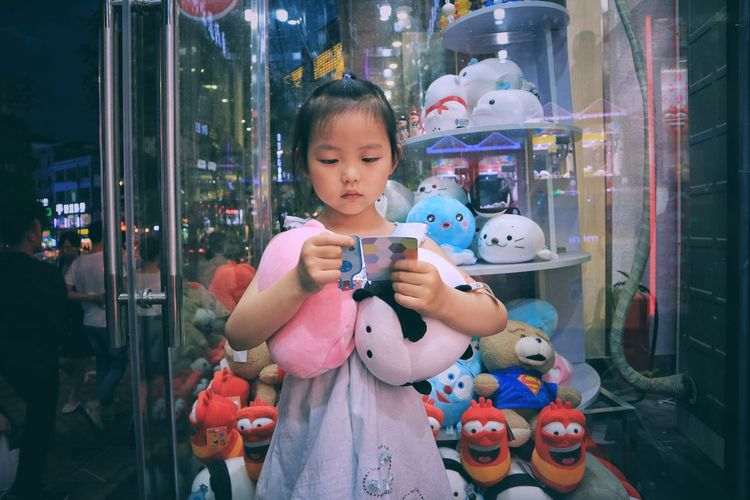 The Street Photographer - 20I7 EyeEm Awards The Portraitist - 2017 EyeEm Awards Child Night Happiness Cute Childhood Outdoors City Lifestyles The Human Condition Elementary Age Close-up