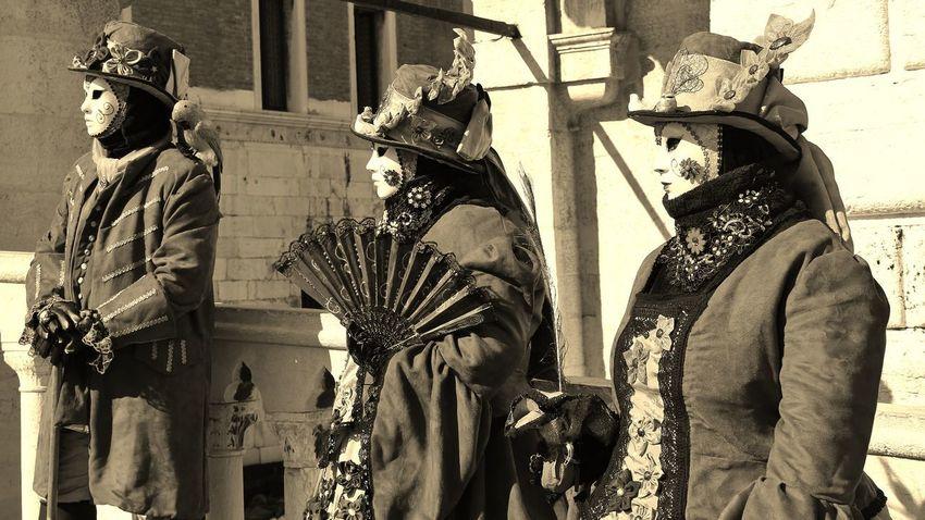 Architecture Day History King - Royal Person Maschere Carnevales Maschere Veneziane No People Outdoors Ponte Vecchio Sword Venice, Italy Ventaglio