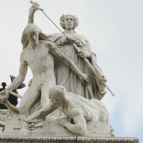 Monumento Nazionale A Vittorio Piazza Venezia Monumento A Vitor Emanuel Roma Italia Roma Architecture Vittoriano Architecture Historical Statue Statue