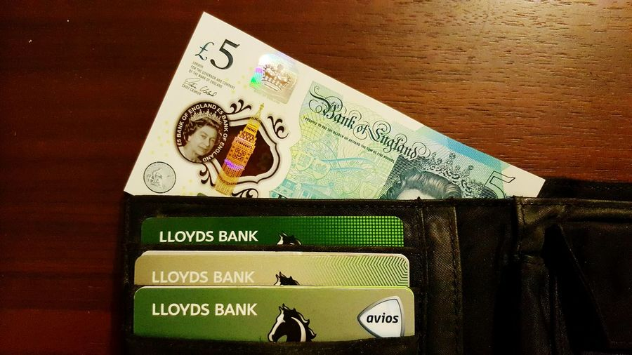 Number Text Western Script Close-up Symbol Wallet Sterling Pound No People New Plastic Banknotes Banknote 5 Pounds Plastic Money Pounds Cards Credit Card Credit Cards Debit Card Lloyds