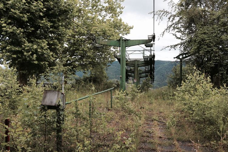 Die verlassene Bergstation der Sesselbahn Altenahr, Rheinland-Pfalz. Ropeway Seilbahn Chairlift Altenahr Ahr Lostplaces Lostplace Lost Places LSAP Nature Non-urban Scene No People Tranquil Scene