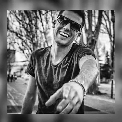 😊😎✌ Sunnyday Sorridi Chefabene AlwaysSmile Sun Dontworry Lavitaèbella Love Me Sorridisempre Vivalavida Parcodelvalentino Turin Igerstorino MarcJacobs Lifestyle Instagood Instalike Picoftheday Portrait Streetphotography Instadaily Follow Like4like Blackandwhite photograph