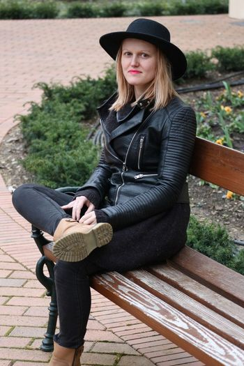 Portrait of smiling beautiful woman sitting on bench