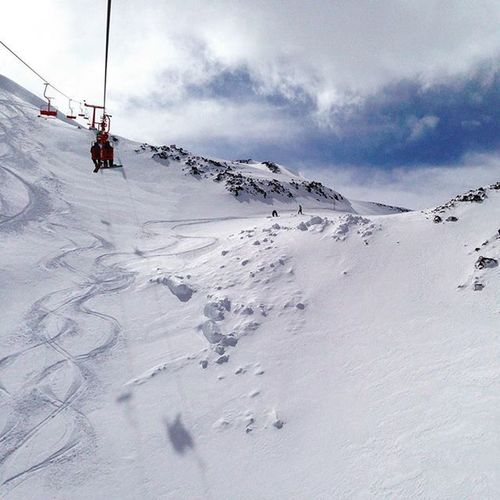 And they opened the AndarivelOtto to head up to the highest point in NevadosDeChillan to allow for some FreshTracks , so much fun on PowderDay in Chile SkiChile 智利 滑雪