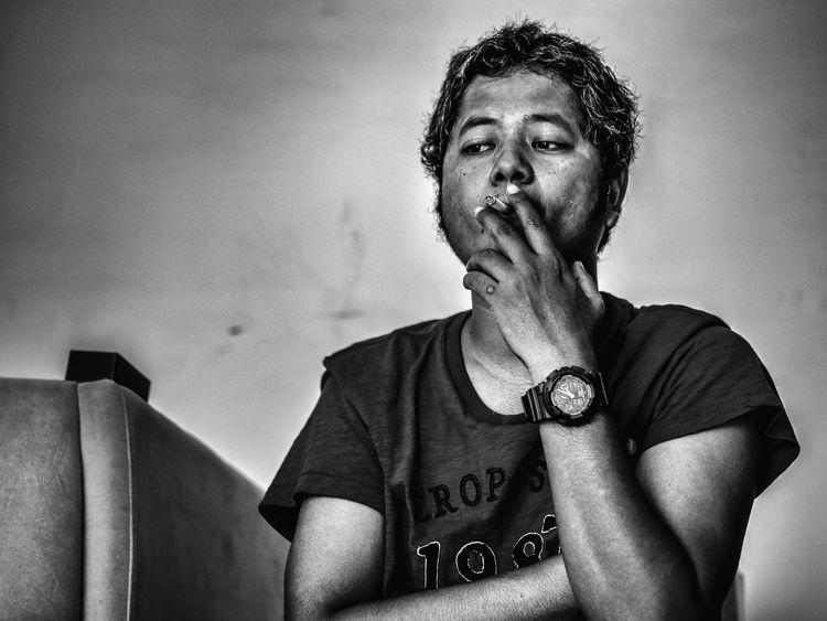 I took a funshot with my pal Rovic ☺? Smoking Blackandwhite Photography Blackandwhite Portrait Of A Friend Portrait Of A Man  Steal Shots Funshot Monochrome The Human Condition Streetphoto_bw
