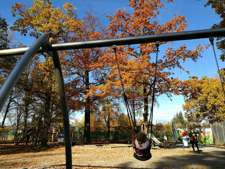 Sky Outdoors Tree Day Nature People Playground Beauty In Nature Silhouette Nature EyeEm EyeEm Gallery Cloud - Sky View Atmosphere Cloud Children Playing Check This Out Eyeem Photography Spielplatz Schön Himmel Herbst Schaukel