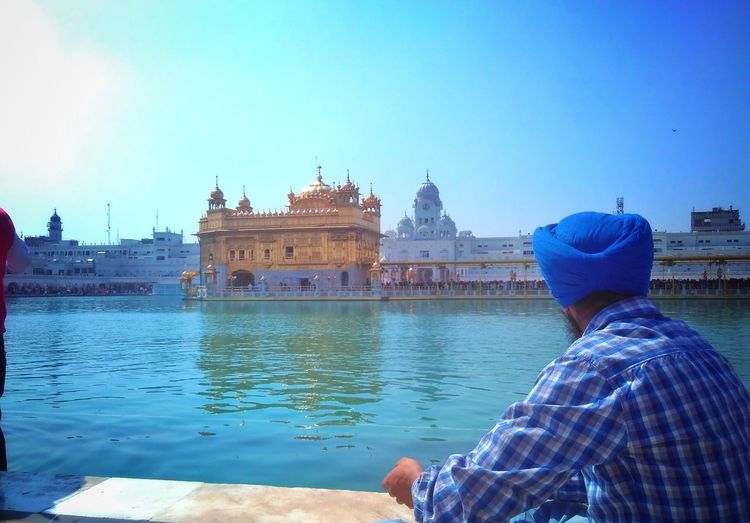 Goldentemple Devotee Tourist Attraction  Vacations IndiaTravelDiaries Indianculture Sikh Temple Sikh Breathing Space Connected By Travel