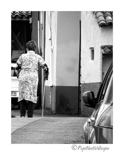 Poladesiero People One Person Senior Adult Real People Women Only Women Aged Outdoor Photography Black And White Photography Blackandwhitephotography Blackandwhite Blackandwhite Photography Black And White Blancoynegro Black&white Outdoors