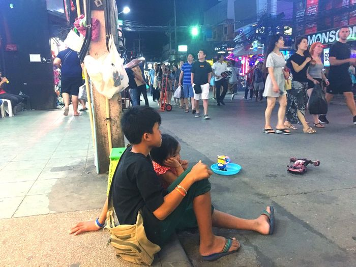 Bangla Road Children Girl And Boy Boy And Girl Street Photography Child Photography Children Only Thailand Photos Reportage Children Kids Cildren Nightlife Street Children Poor Children Thailand Phuket Walking Street Street Kids Thai Children Bangla Road Real People Full Length Group Of People Night Leisure Activity A New Beginning People Lifestyles Street Childhood City