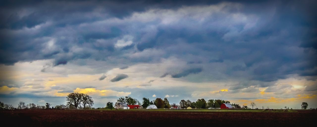 Farmland Fieldscape Cloudy Sky Nature Outdoors Landscape Beuty Of Nature Barn Farm Life Farm Agriculture Sky And Clouds Sky Scenic Landscapes