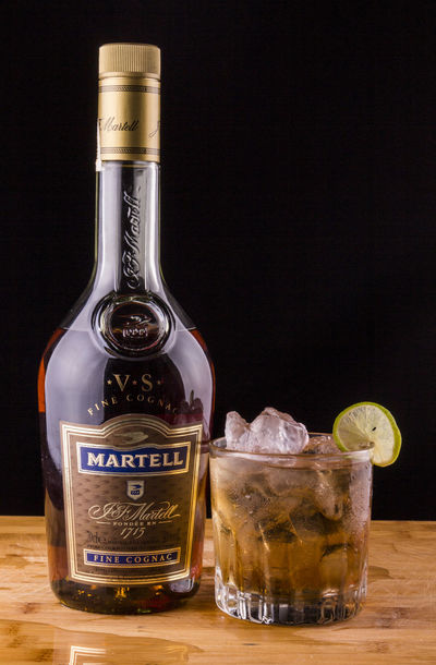 Cocktail Go Ice Alcohol Day En Las Rocas Lemon Martell Oscuro