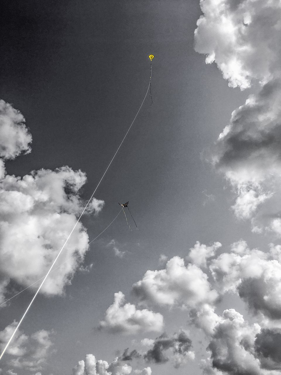 cloud - sky, sky, low angle view, day, flying, nature, mid-air, no people, beauty in nature, outdoors, kite - toy, sport, transportation, adventure, rope, tranquility, kite, sunlight, extreme sports, tranquil scene, vapor trail