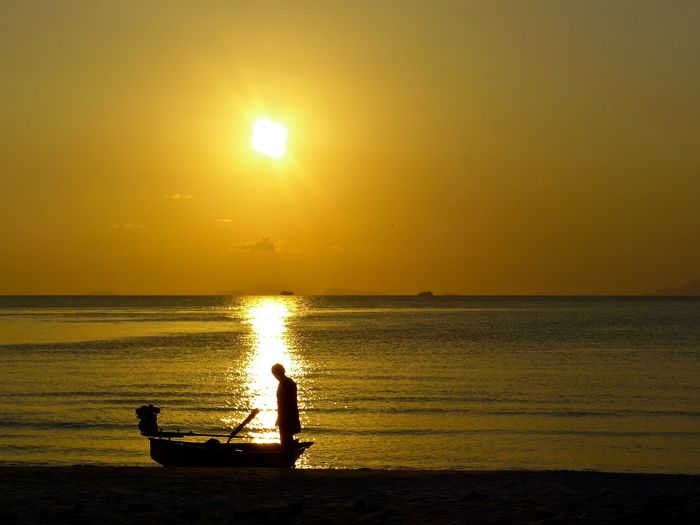 Man and small boat at sunset, Abendstimmung Am Meer Beach Beauty In Nature Evening Fishing Boat Horizon Over Water Im Gegenlicht Am Meer Leisure Activity One Person Real People Scenics Sea Silhuette Sonnenuntergang Sun Sunset Thailandtravel Tranquil Scene Tranquility Water
