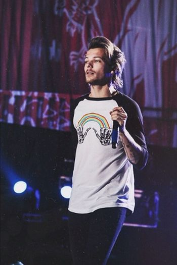 Louis Tomlinson Louis WWAtour2014. One Direction