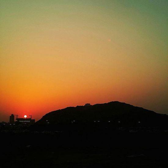 نهاية الحديث في هذا العالم الواسع لا يوجد شيء يُضاهي جمال النوم . تصويري  فوتو_عرب فوتوغرافي صور رمزيات  يومياتي مصورة_مبدعة مصوره غروب_الشمس بدون_تعديل تصوير  فوتو_عرب كام كاميرا كامرتي