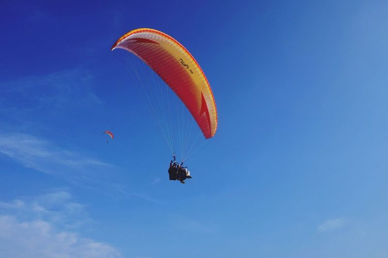 Parachute Low Angle View Adventure Extreme Sports Mid-air Flying Blue Skydiving Leisure Activity RISK Paragliding Day Real People Outdoors Sky Nature One Person People EyeEmNewHere