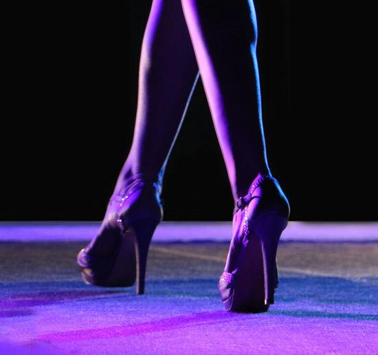 La femminilità indossa spesso tacchi alti - femininity often wears high heels #highheels HighHeels Sfilate Di Moda Fashion Rezzato