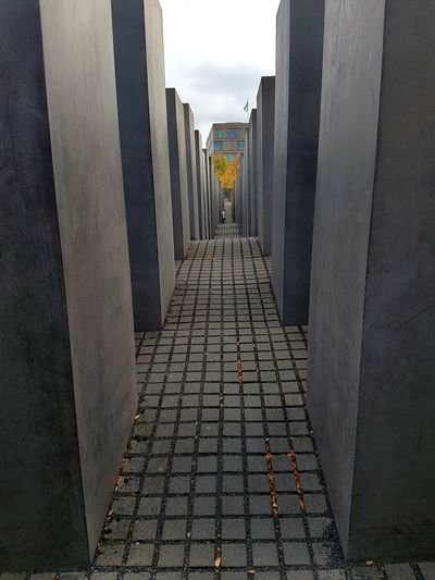 Memorial 💖 Berlin Memorial Remembering Memorial For Murdered Jews Of Europe Cityscape Jewish Memorial Architecture