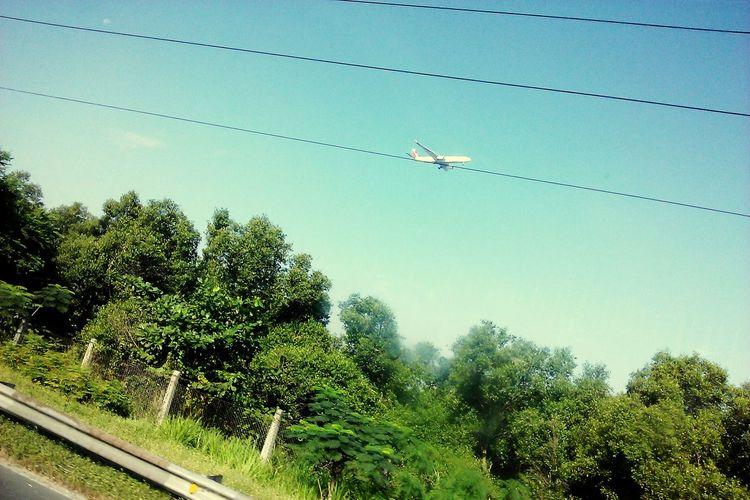 Zipline. ✈ 11JANMMXV Looking Up Sky Airplane Power Lines Commute