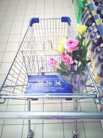 цветы розы нет людей доброе утро магазин тележка любовь супермаркет First Eyeem Photo