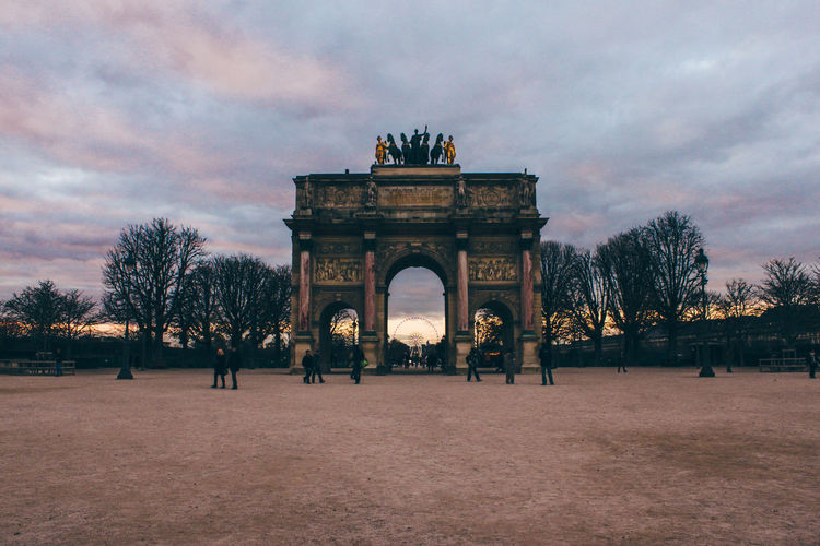 View of arc de triomphe du carrousel at sunset