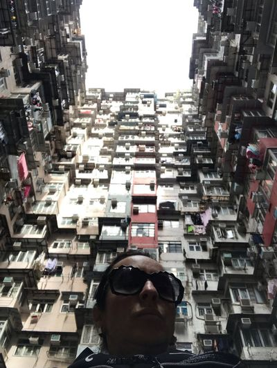 Fat building HK Cina EyeEm EyeEm Gallery Hk Architecture Building Exterior Built Structure City One Person Men Lifestyles Building Adult Real People Day Residential District Portrait Glasses Cityscape Sky Front View High Angle View
