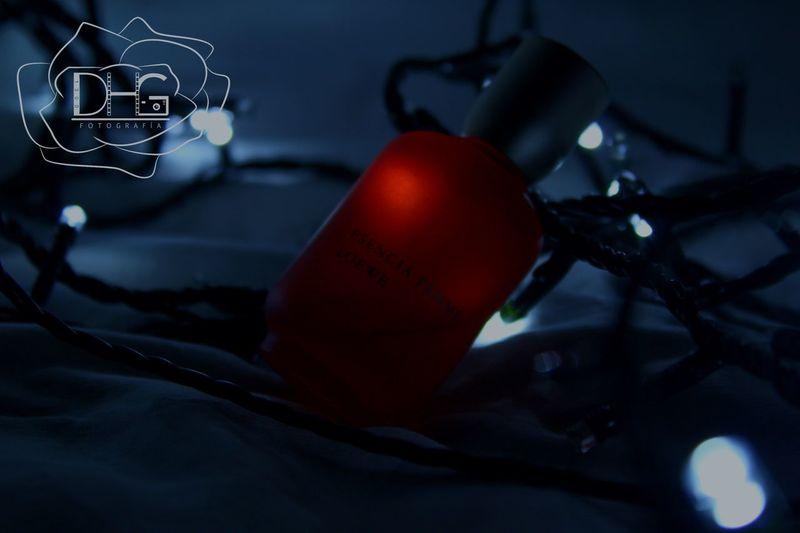 Mira lo bien y te gustará. Loewe #Neon #Luz Perfume Perfumecollection Close-up No People Red Indoors  Day
