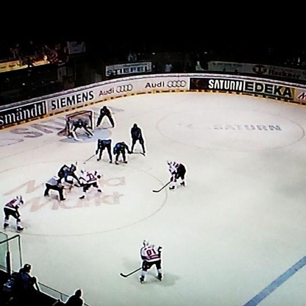 I keep my fingers crossed. Let's go Kölner Haie! KölnerHaie KEC Eishockey Icehockey final del cologne colognesharks finale playoff
