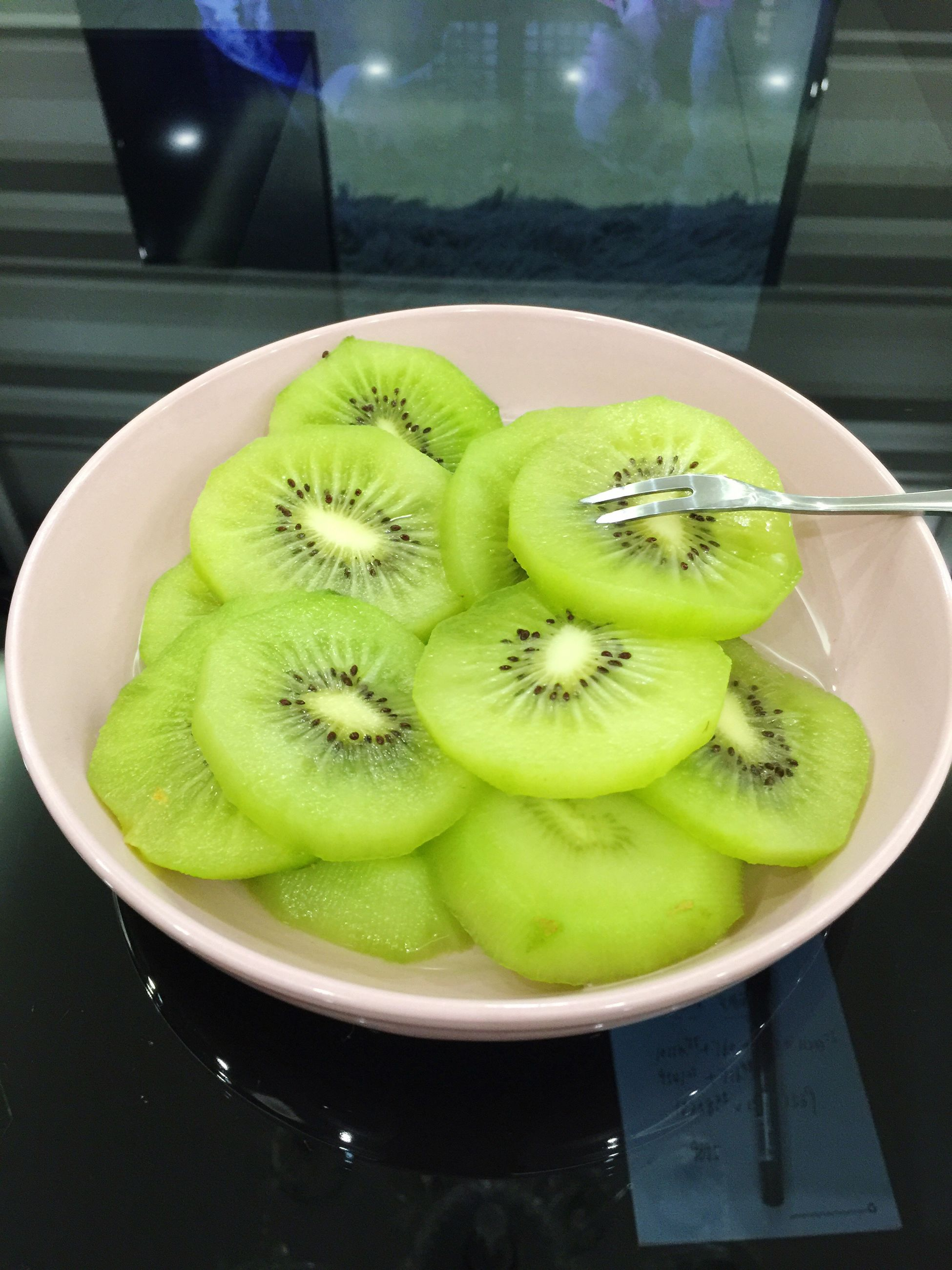fruit, food and drink, freshness, slice, table, indoors, green color, healthy eating, food, plate, close-up, no people, kiwi - fruit, kiwi, day