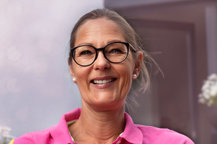 It's me Adult Beautiful Woman Blond Hair Close-up Day Eyeglasses  Focus On Foreground Front View Gray Background Happiness Headshot One Person One Woman Only Outdoor Pearl Earrings Pearls People Pink Shirt Portrait Real People Smiling Women