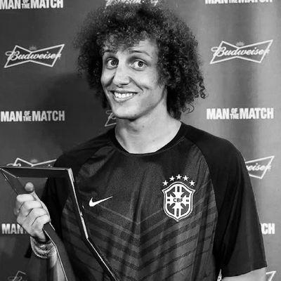 Te ver chorar foi tão ruim meu anjo ... você não tem noçao de como doeu ... esse seu sorriso que alegra a todos hoje sumiu após o término do jogo infelizmente :( ... mas cara tu é guerreiro .. vamo lá cabeça levantada sorriso no rosto que nenhum gringo é palho para nosso motivo de sempre estar feliz .. o garoto que leva o sorriso mais lindo no rosto não desiste .. aliais nenhum brasileiro deve desistir ♥ Somos Brasileiros e não desistimos nunca ♥ Guerreiro Principe  Melhor Brasil TEAMO DAVID LUIZ MOREIRA MARINHO ♥ NÓS TE AMAMOS ♥