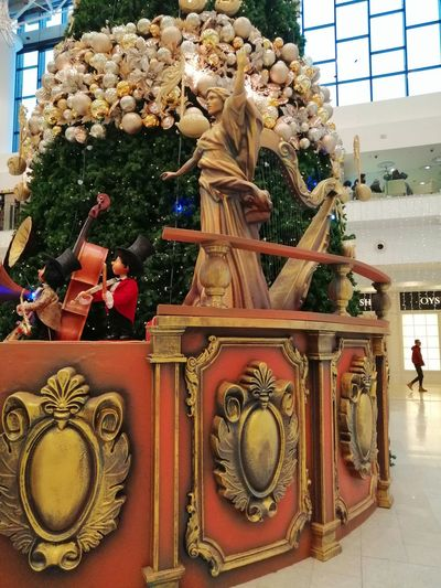 Christmas decorations Statue Sculpture Christmas Decoration Close-up Architecture Built Structure Building Exterior Male Likeness Human Representation Bauble Carving - Craft Product Buddha Female Likeness Christmas Ornament Angel Figurine  Art And Craft Art Pedestrian Sign Ganesha Virgin Mary Sculpted Snowman Craft Christmas Bauble Flaming Torch Jack O Lantern Wat Pho Carving Puppet