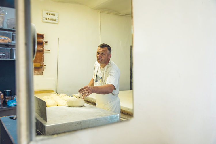 Man preparing food in store