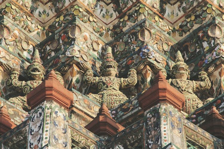 Wat Arun in Bangkok, Thailand / Temple Buddhism Religion Traveling Travelling Religious Art Seeing The Sights Tourist Attraction  Showcase: January Pattern Pieces Spotted In Thailand The Architect - 2016 EyeEm Awards Feel The Journey An Eye For Travel