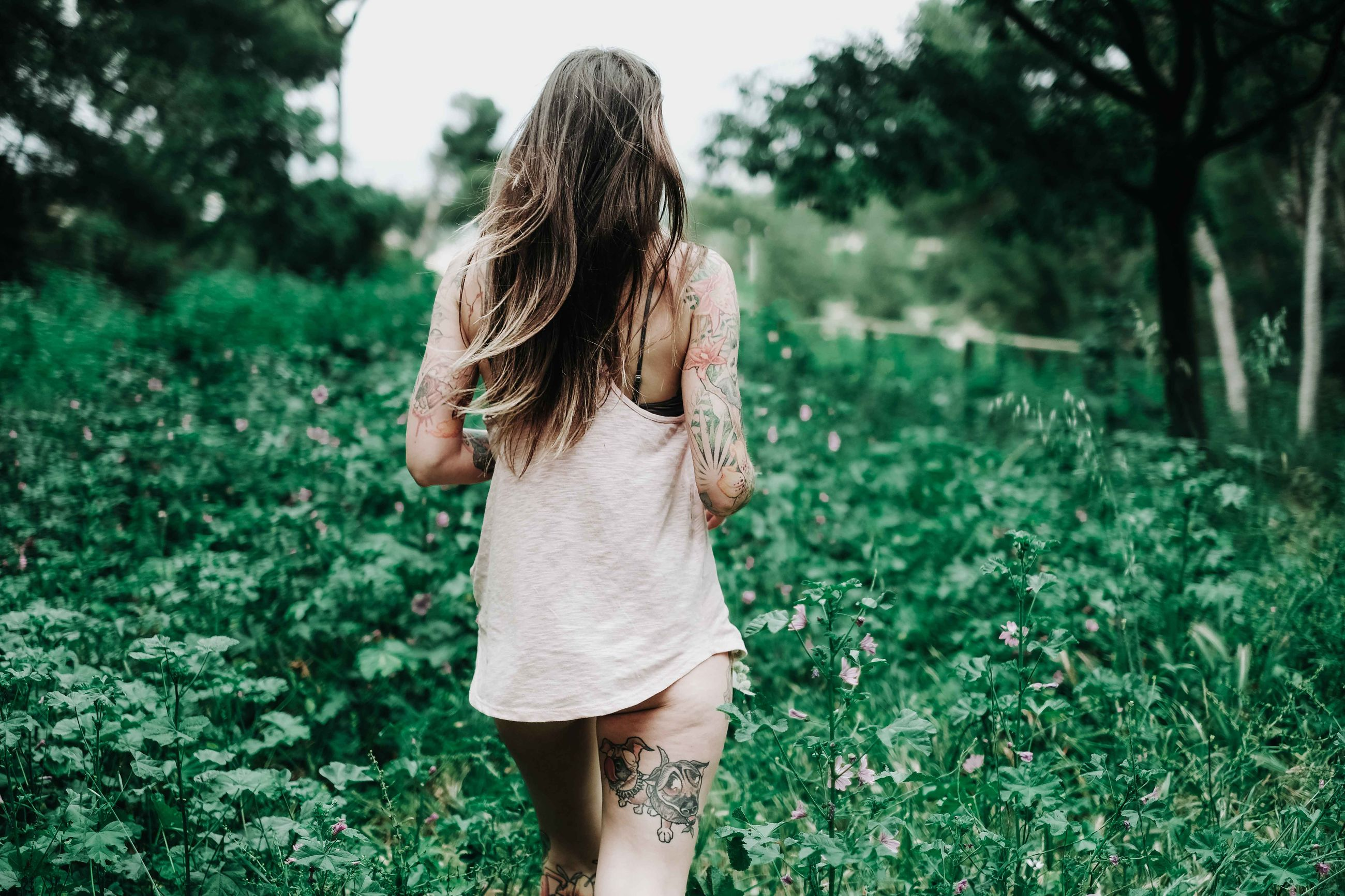 plant, hairstyle, one person, tree, real people, green color, land, rear view, women, three quarter length, day, lifestyles, growth, casual clothing, nature, long hair, leisure activity, focus on foreground, hair, grass, outdoors