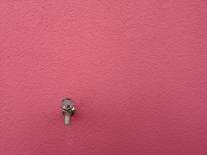 Bronze colored faucet with screw thread on a reddish magenta colored wall. Brass GunMetal Water Wheel Copper  Faucet Bronze Screw Thread Reddish Magenta Simplistic Simplicity Simpel Architectural Architectural Building Backgrounds Full Length Inspiration Copy Space Pink Color Pink Background Textured  Purple Background Detail Full Frame Pattern