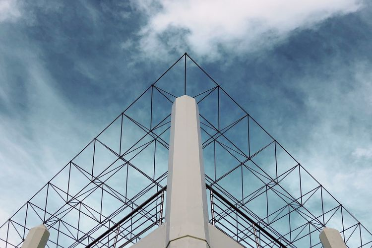 Lookup Low Angle View Architecture Sky Cloud - Sky Built Structure Nature Day Modern No People Building Exterior Tall - High Outdoors Building Metal Pattern Industry Reflection City Tower Office The Architect - 2018 EyeEm Awards