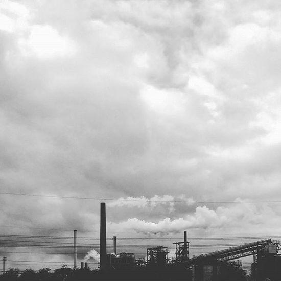Vorstadt. Suburbs Cologne Köln Koelnergram Blackandwhiteisworththefight Blackandwhite Sky Industrial Industry Clouds Cloudy Dark City Citylife