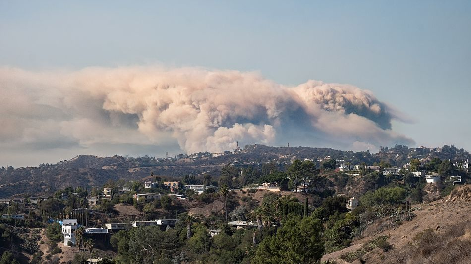 This is terrible to say the least. I hope all the people in Malibu and Calabasas find a safe way out. Massive thank you to all first responders. 🙏 #firstresponders #woolseyfire #malibu #calabasas Sky Nature Tree Cloud - Sky Architecture Building Exterior Environment Landscape Accidents And Disasters Smoke - Physical Structure City Built Structure Plant Day Building No People Beauty In Nature Outdoors Scenics - Nature High Angle View