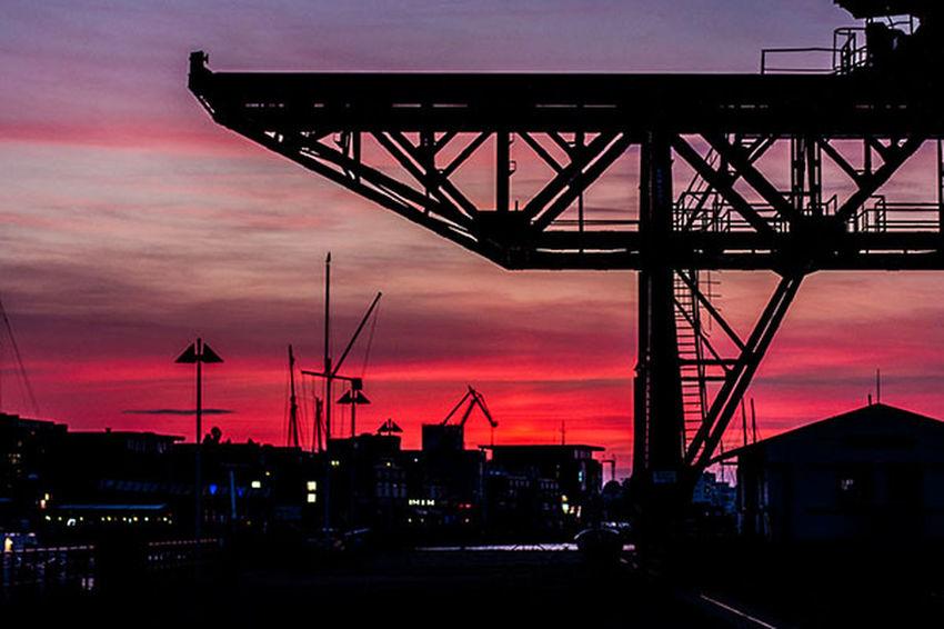 Crane Die Schönheit Des Nordens Die Stadt Am Meer Hansestadt Hansestadt Rostock Maritime Marítim Norddeutschland Rostock Rostocker Ansichten Stadthafen Rostock Sunset Warm Colors