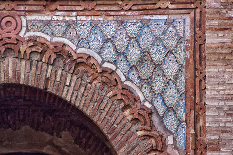 La Alhambra Architecture Built Structure Low Angle View No People The Past History Building Exterior Pattern Day Wall Brick Wall - Building Feature Old Ornate Design Close-up Brick Wall Outdoors Stone Wall Arch Floral Pattern Arabic Architecture