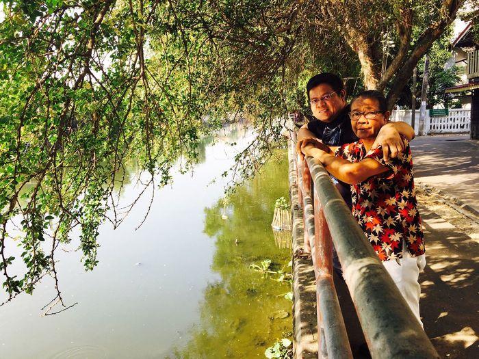 แม่กะพี่ก้อง Two People Togetherness Young Adult Young Men Tree Nature Full Length Bonding Heterosexual Couple Love Outdoors Care Leisure Activity Adult People Happiness Young Women Friendship Day Smiling
