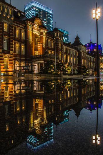 リフレクション Tokyo Station Tokyo 東京駅 東京 Illuminated Architecture Building Exterior Night Built Structure Reflection Water No People Waterfront City