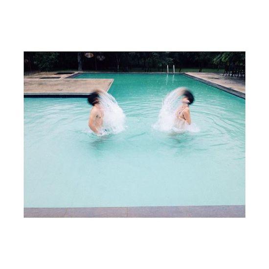 Swimmingpool fun with the little one @mikevanoortmerssen SriLanka Swimmingpool Family Brother