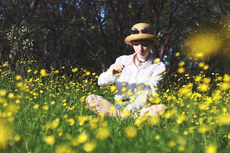 Flower Beauty Beauty In Nature Nature Field Growth Springtime Adult Outdoors Petal Young Adult One Person Rural Scene People Portrait Happiness Summer Wildflower Women Beautiful Woman